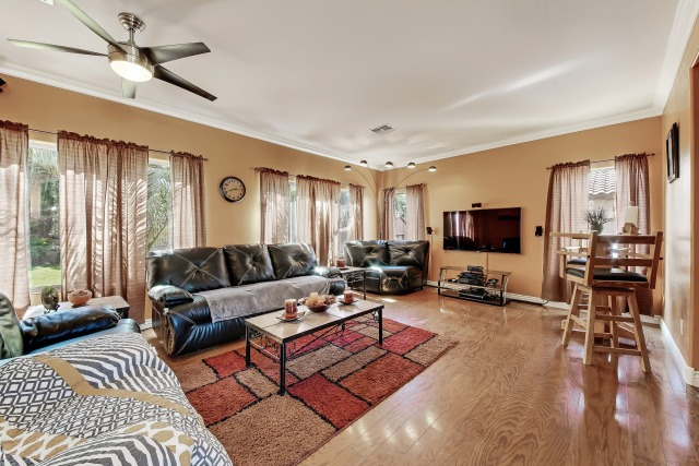 120-livingroom_1